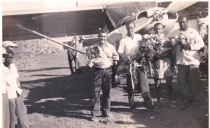 9th, 1959 First landing on Saba: Commissioner Arthur Anslyn, pilot Remy F. de Haenen, mechanic, and Commissioner Matthew Levenston.